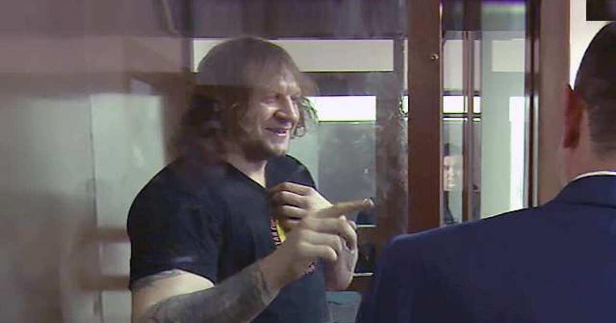 Александр емельяненко фото в камере