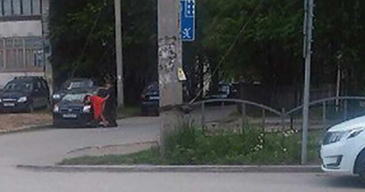 Бесстыдная парочка занялась сексом на улице в Воронеже  В