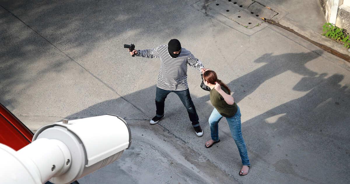 Скрытая камера в общественной душевой снова работает