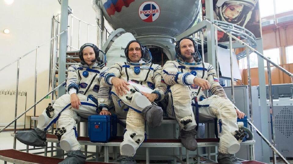 Актриса Пересильд опубликовала снимок подготовки к полету в космос