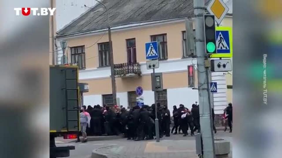 Протестующих белорусов начали жестко задерживать в Бресте
