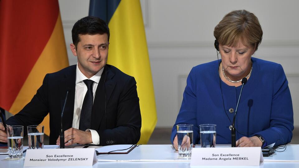 """В Раде заявили, что Меркель вежливо """"послала"""" Зеленского с СП-2"""