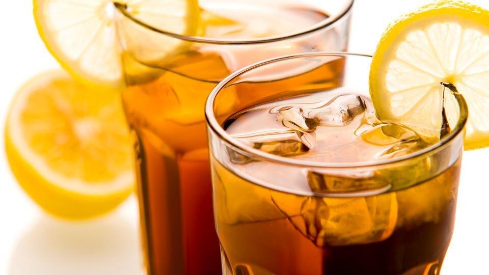 Роскачество рекомендует воздержаться от охлажденного чая и кофе в жару
