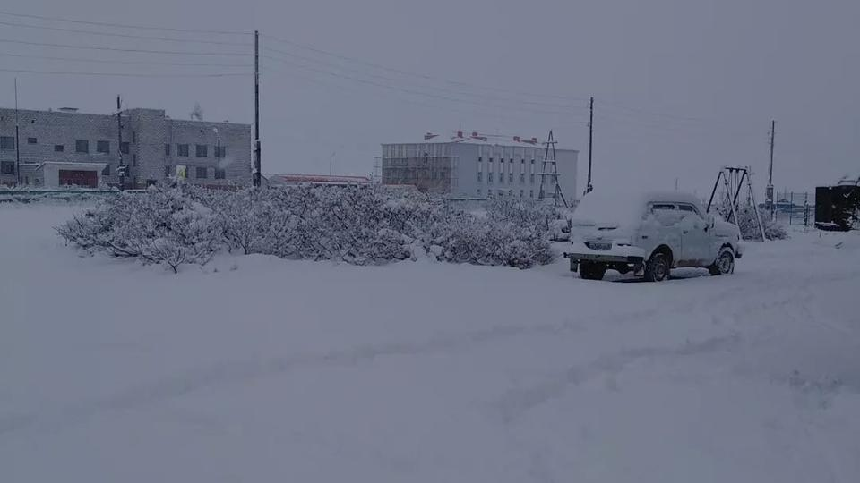 На Чукотке начали отменять занятия в школах из-за снегопада