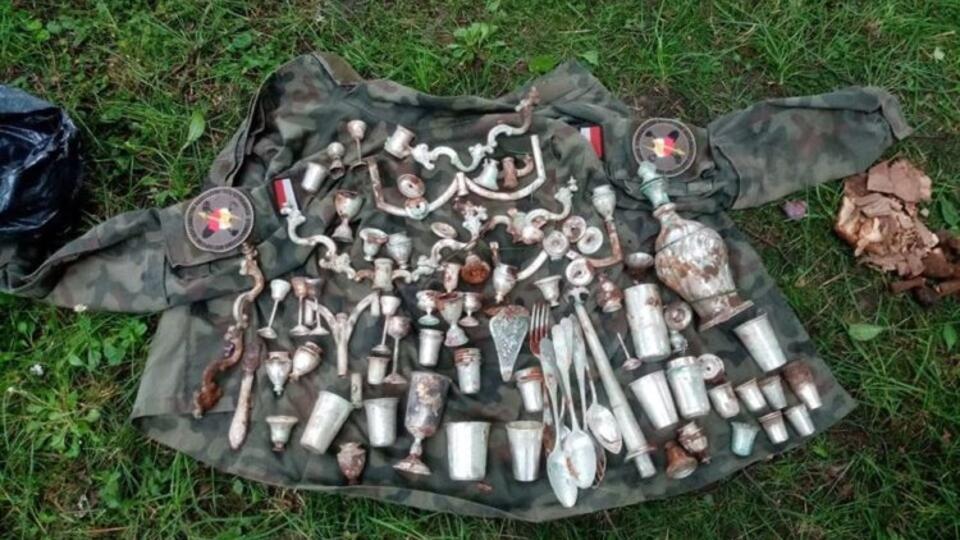 В руинах замка в Польше обнаружили клад времен Второй мировой войны