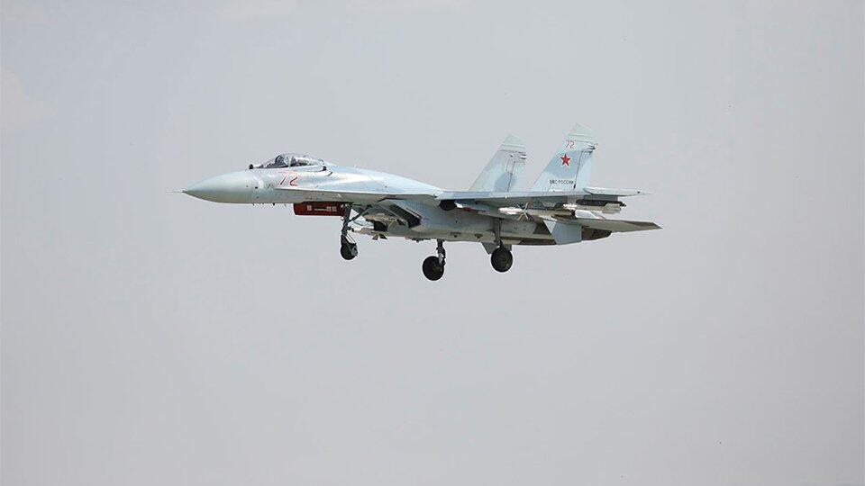 Российский Су-27 сопроводил бомбардировщик B-52H США над Балтикой