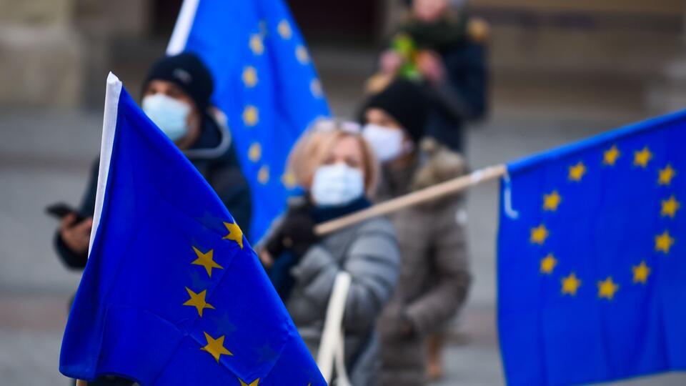 """В Евросоюзе опасаются раскола после введения""""ковидных паспортов"""""""