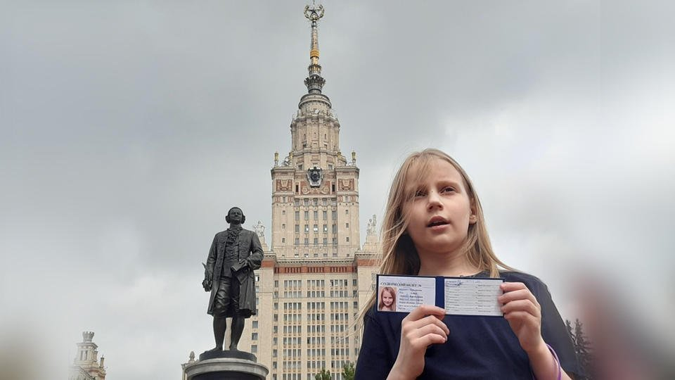 Девятилетняя москвичка-вундеркинд получила студенческий билет МГУ