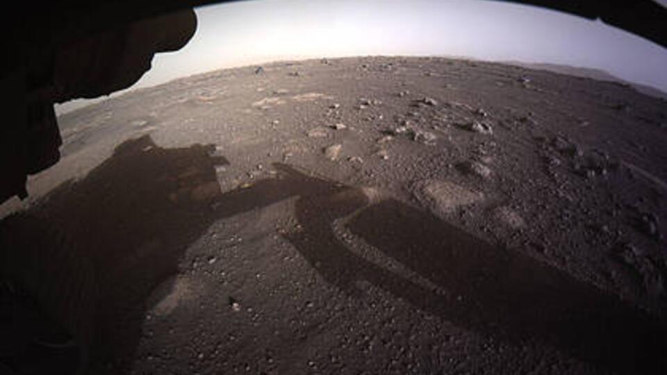 Марсоход Perseverance передал на Землю первые цветные снимки