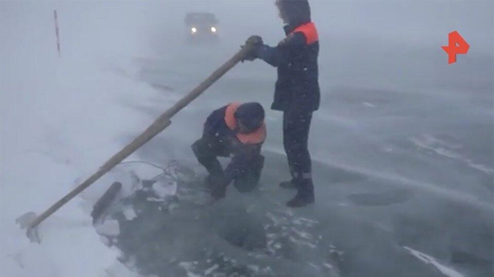 Заносит авто, сдувает людей: кадры мощной метели в Иркутской области