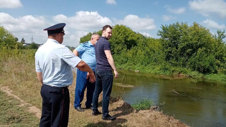 Внедорожник с телами двух мужчин нашли в реке в Альметьевске