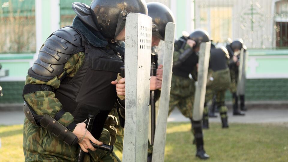 МВД Белоруссии: два правоохранителя пострадали на протестах в Минске
