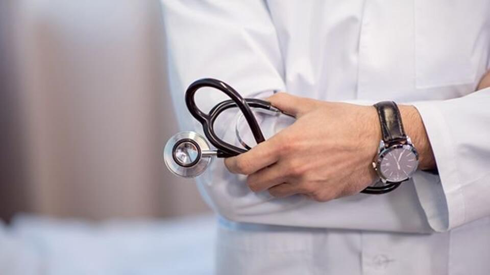 Два врача совратили пациентку во время приема