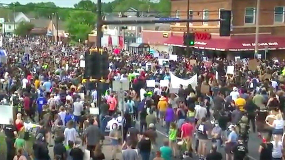 В Миннеаполисе с новой силой вспыхнули массовые протесты