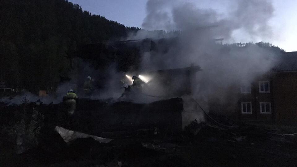 Два человека пострадали при пожаре на турбазе в Алтайском крае