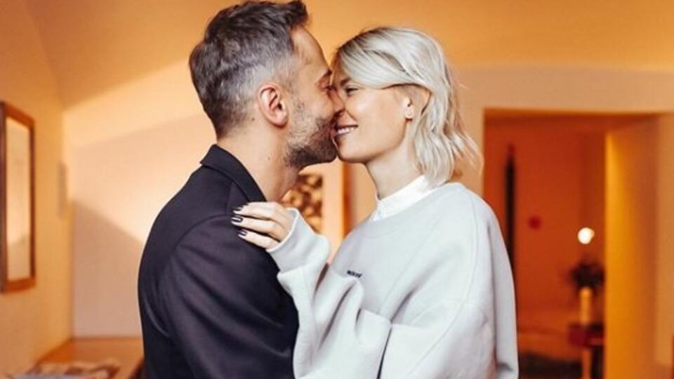 Шепелев показал фото поцелуя с новой избранницей