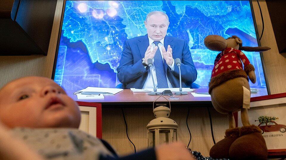 Путин пообещал новогодние выплаты семьям с детьми до 7 лет