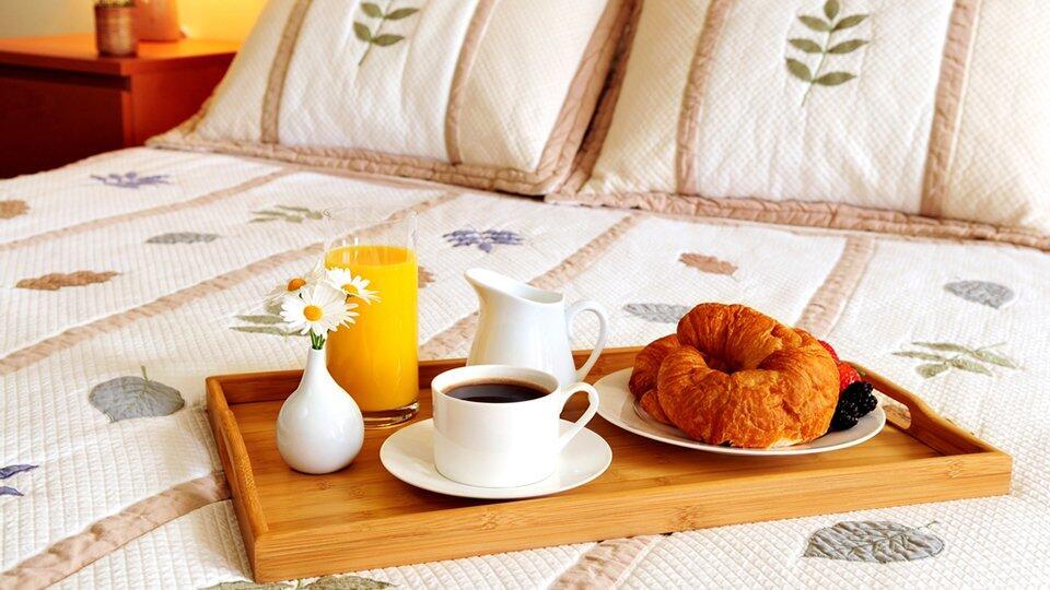 Роспотребнадзор рекомендует отелям кормить гостей в номерах