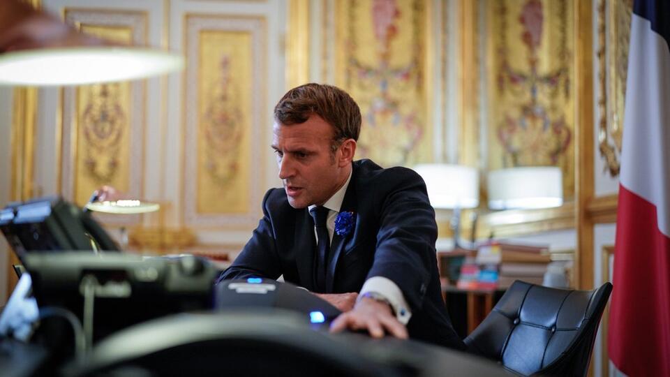 Макрон поставил жесткие условия мусульманским лидерам во Франции