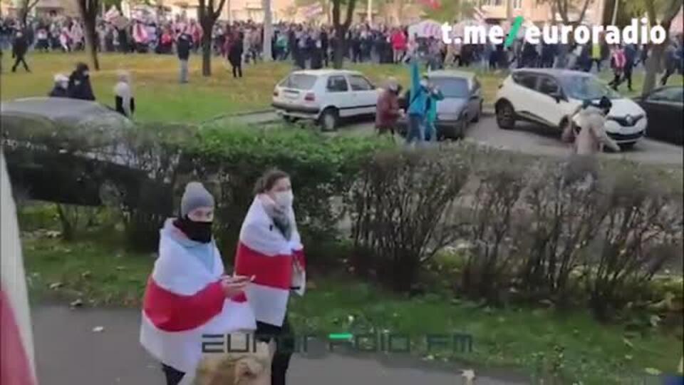 В Минске силовики перекрыли проспект и преградили протестующим дорогу