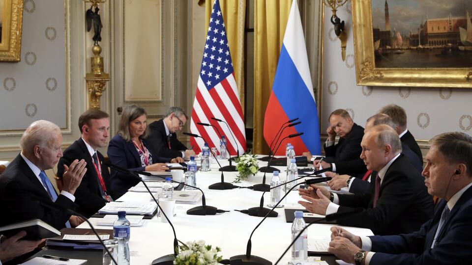 Американист назвал уязвимость Байдена в диалоге с Россией