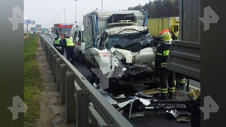 Один человек погиб в ДТП с грузовиком в Москве