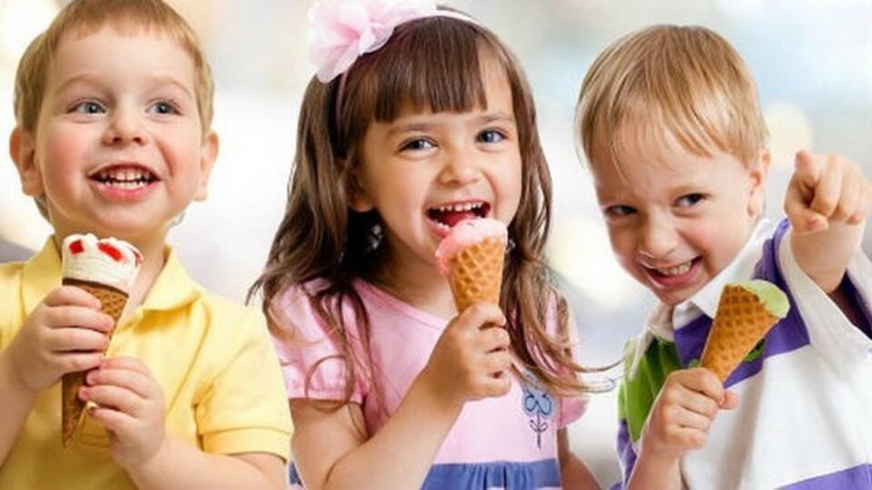 Врач рассказала, чем мороженое полезно для горла