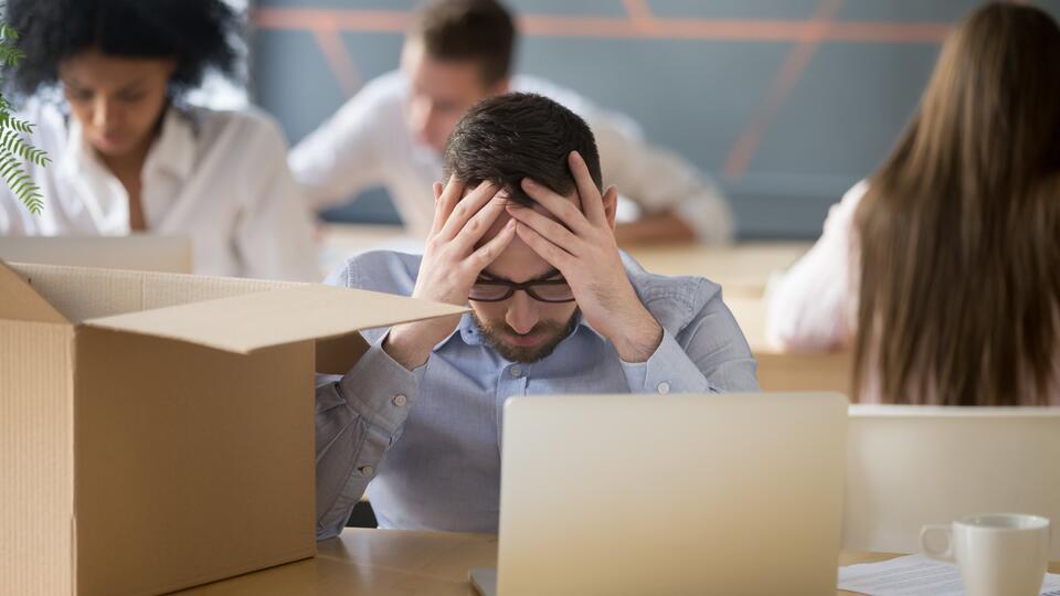 Опрос: COVID-19 оставил без работы или части зарплаты 40% американцев