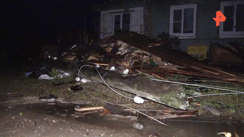 """""""Несколько секунд — все дома разрушены"""": очевидец о торнадо под Тверью"""