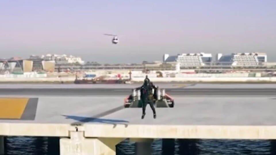 Ищет даже ФБР: таинственный летающий объект в небе напугал американцев