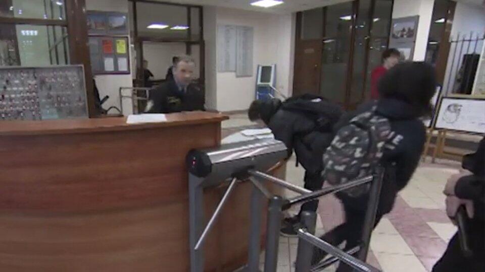 Без защиты: руководство казанской школы пыталось сэкономить на охране