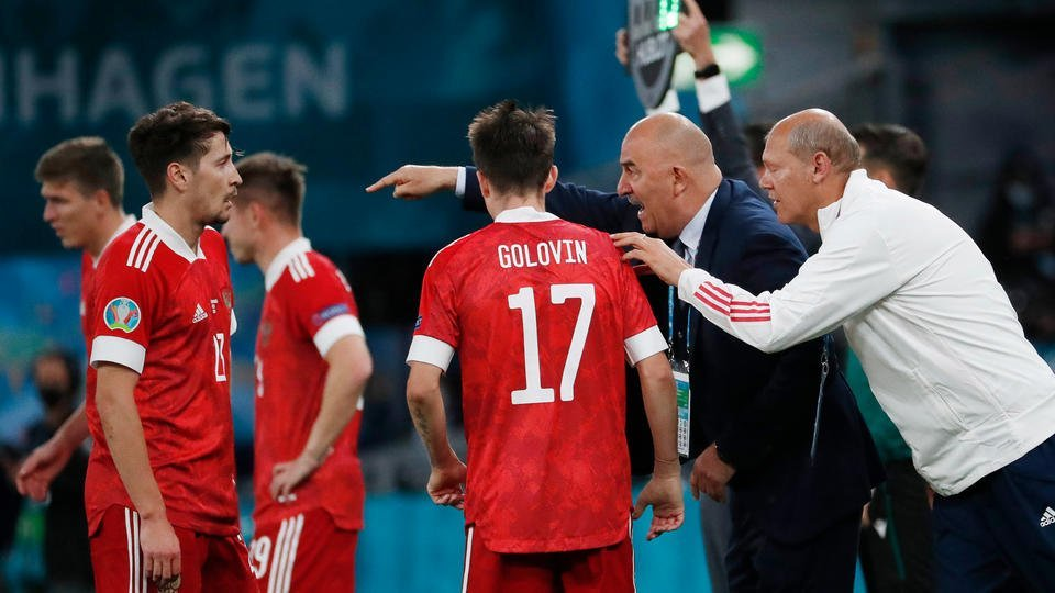 Депутат предложил выдавать российским футболистам зарплату по талонам