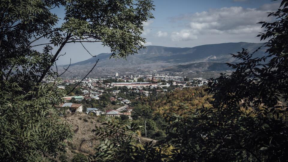 Ценный груз: Россия помогает восстановить дома в Карабахе до холодов