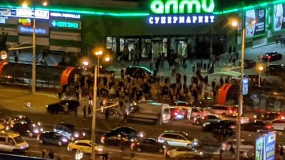 ОМОН ворвался в гипермаркет в Минске, где укрывались протестующие