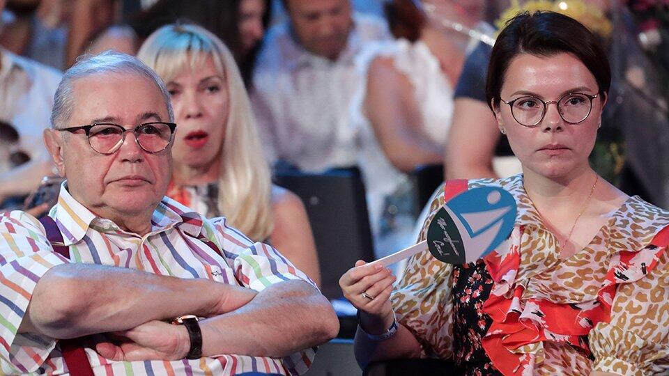 Молодая жена Петросяна пообещала родить ему пятерых детей | Шоу-бизнес |  РЕН ТВ