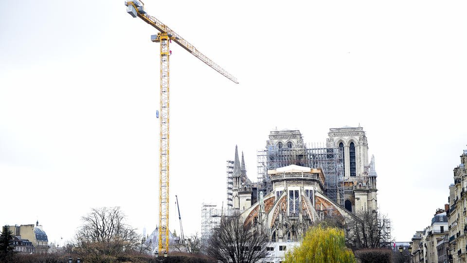 Макрон выступил за реконструкцию Нотр-Дама в изначальном виде