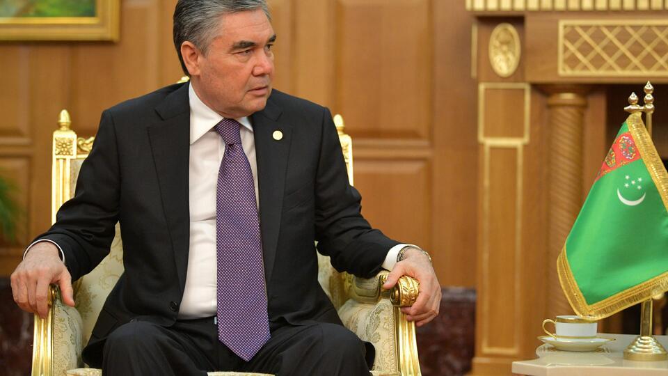 Как президент: В Туркменистане мужчин за 40 обязали стать седыми
