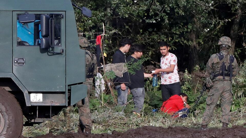 В Белоруссии объяснили раздачу беженцам на границе формы пограничников