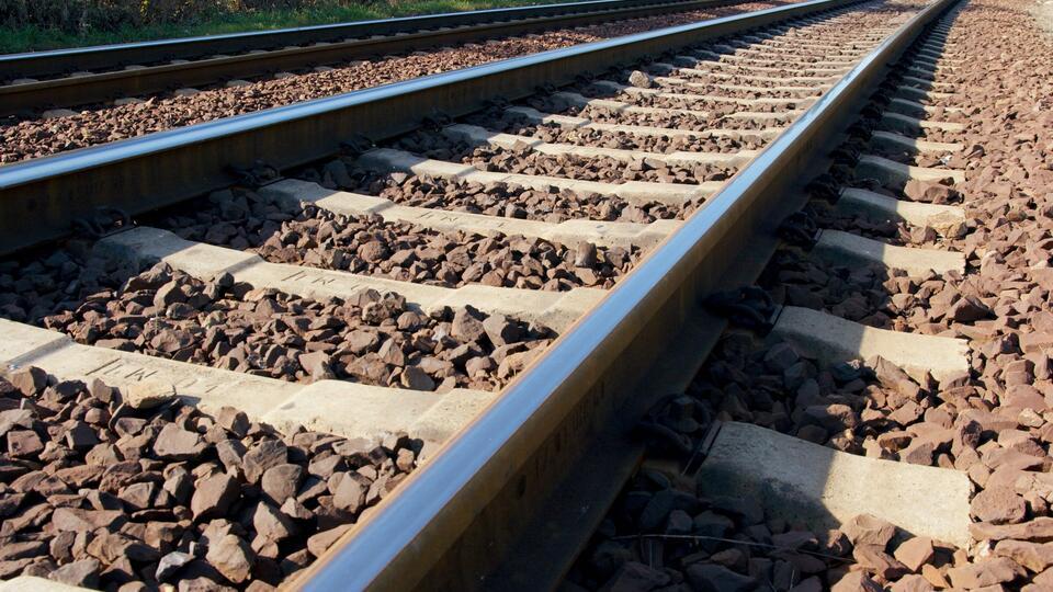 Вагоны грузового поезда сошли с рельсов в Амурской области