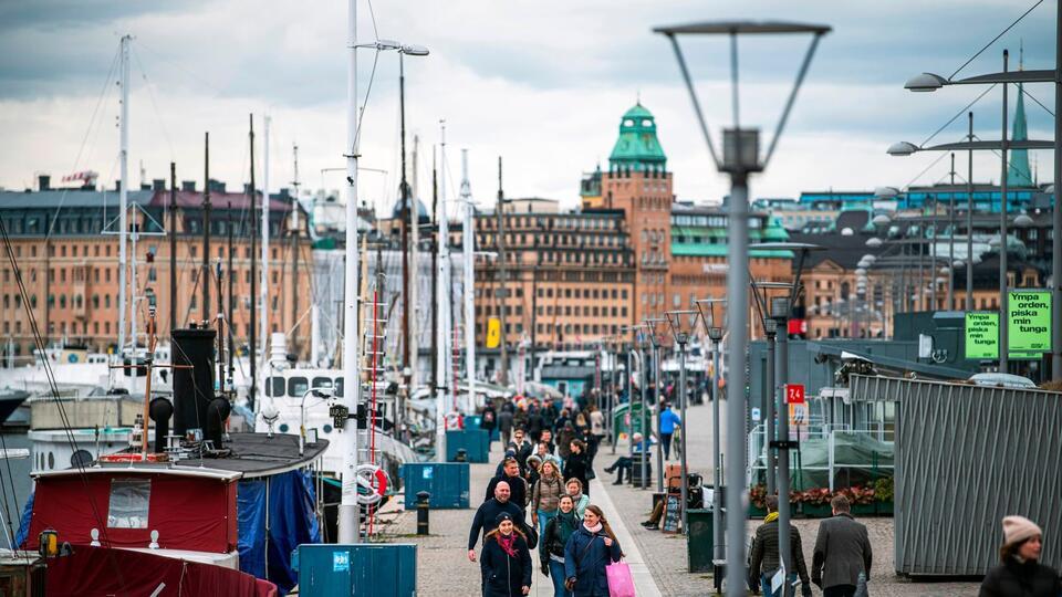 Швеция отказывается вводить жесткий карантин из-за пандемии COVID-19