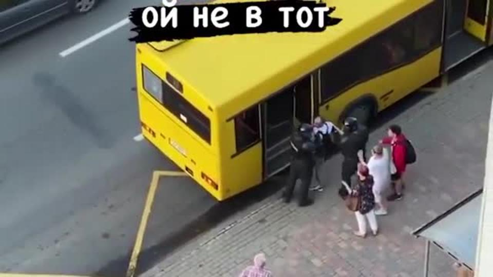 В Минске ОМОН перепутал автобус с автозаком