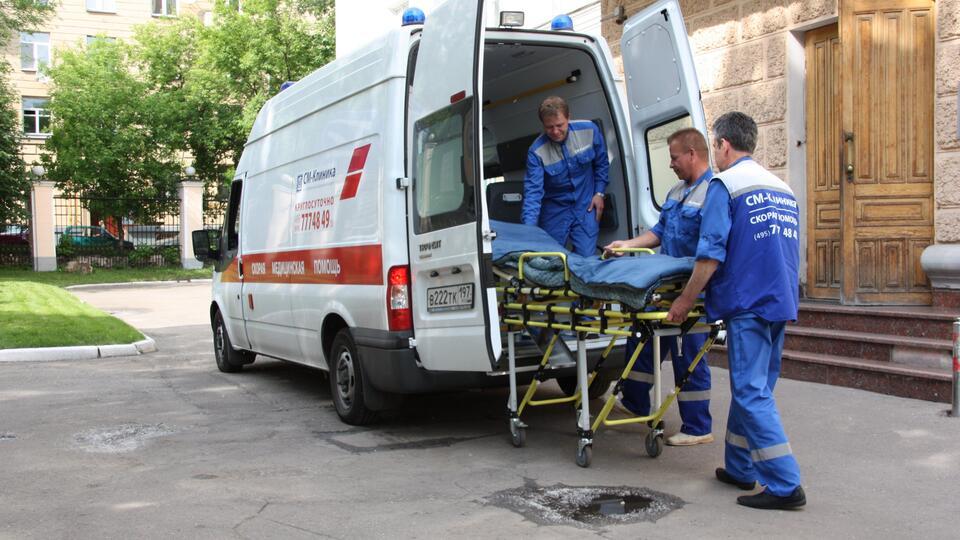 Девушка пострадала при столкновении поезда и легковушки в ТиНАО