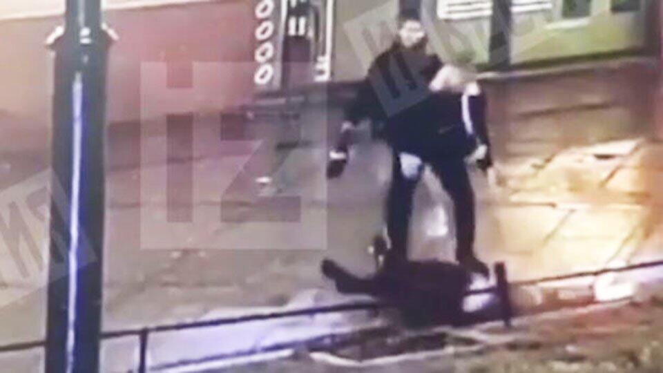 В Петербурге мужчина с одного удара отправил в нокаут своего обидчика