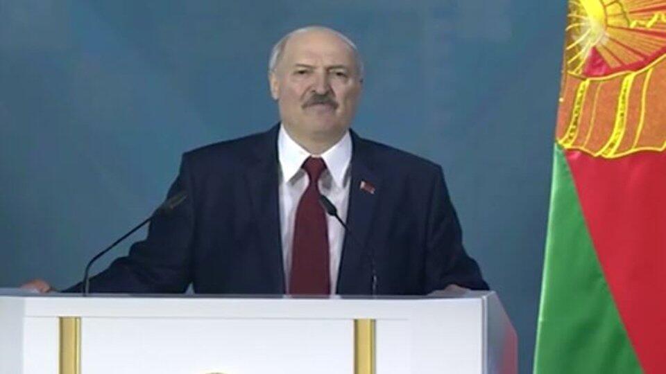 """Лукашенко попросил оппозицию не """"демонстрировать где попало"""""""