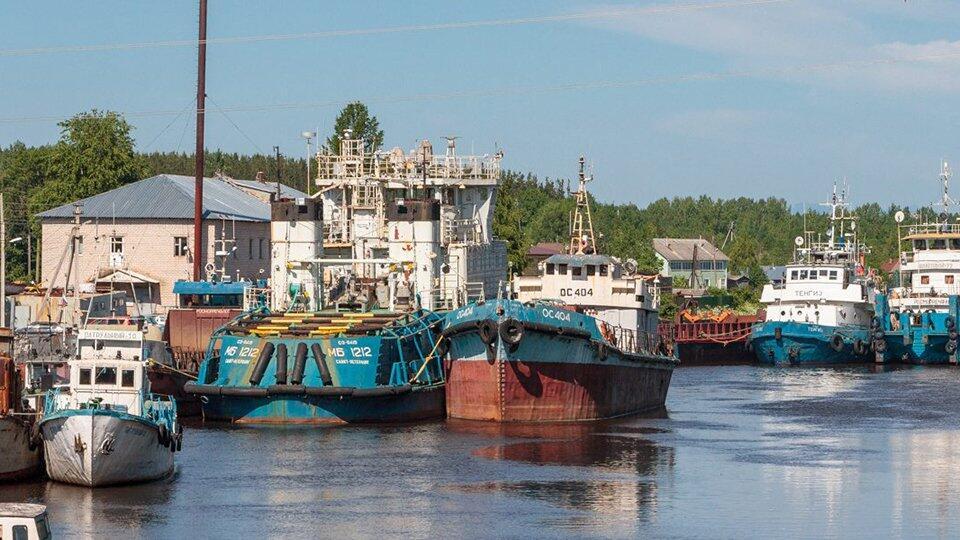 Два судна столкнулись в канале в Великом Новгороде