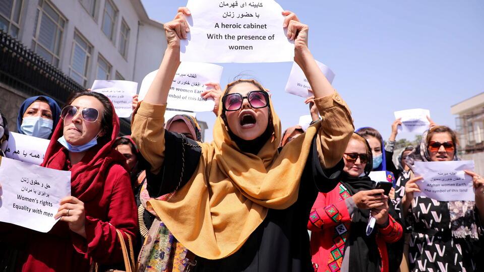 В Кабуле афганские женщины вышли на демонстрацию против неравенства