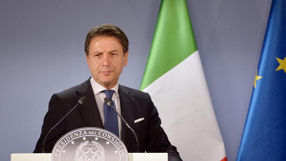Премьер Италии попросил прощения у населения из-за эпидемии COVID-19