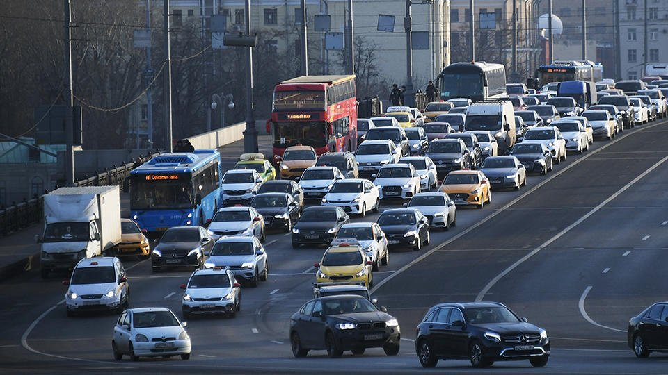 Пробки в 8-9 баллов ждут Москву накануне 23 февраля и 8 марта