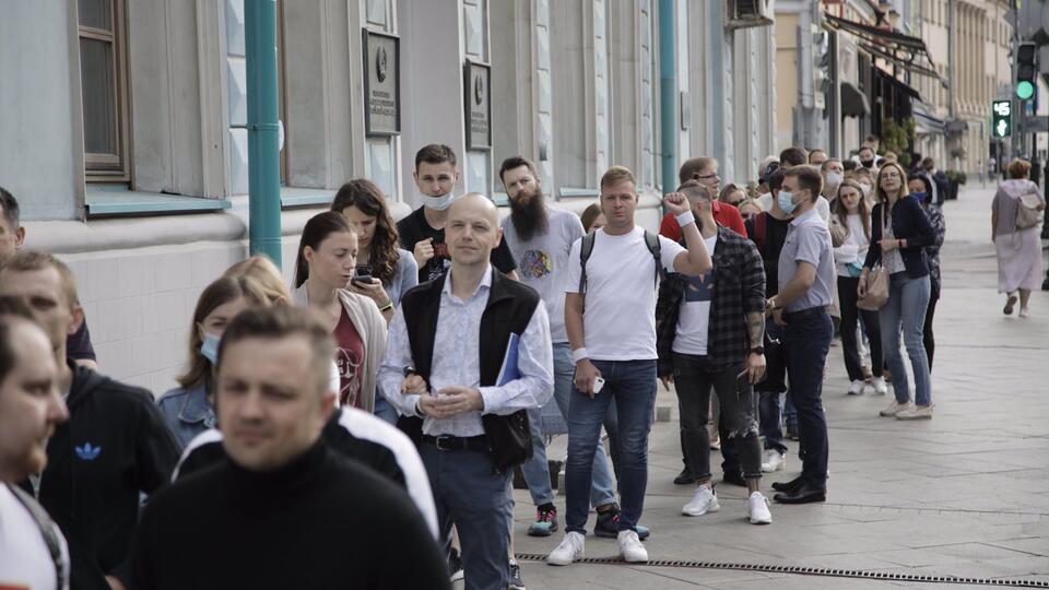 В Москве выстроилась очередь из желающих проголосовать белорусов