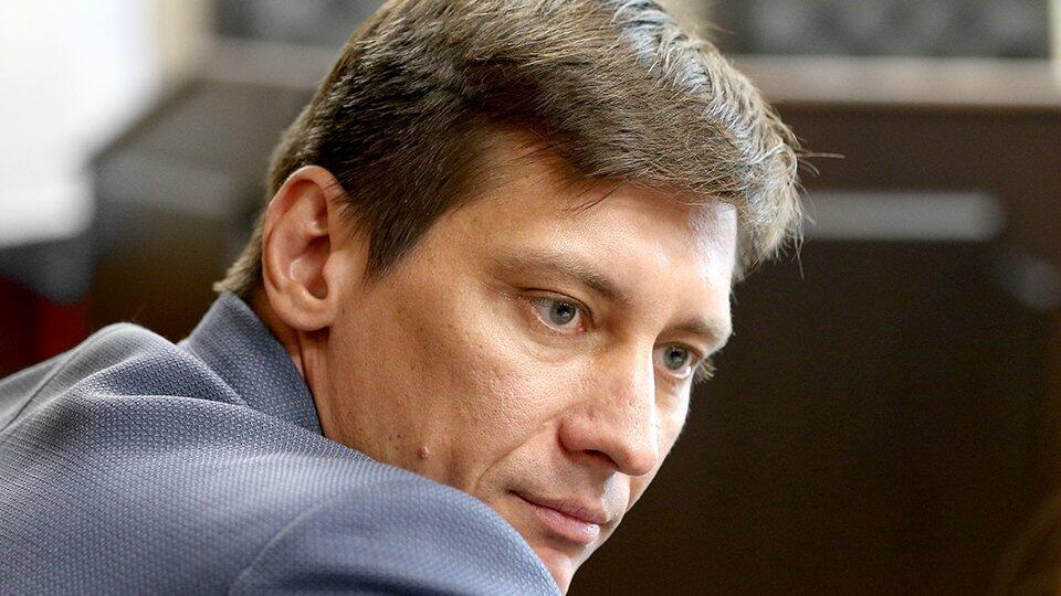 Тетя Гудкова не намерена бежать вслед за политиком